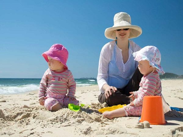 Một số kinh nghiệm chọn đồ đi biển cho bé